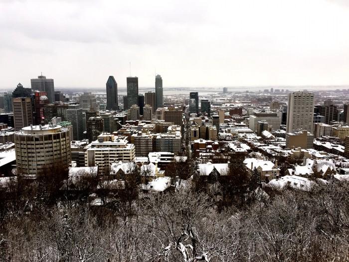 Vue sur la ville de Montréal depuis les hauteurs du parc du Mont-Royal.