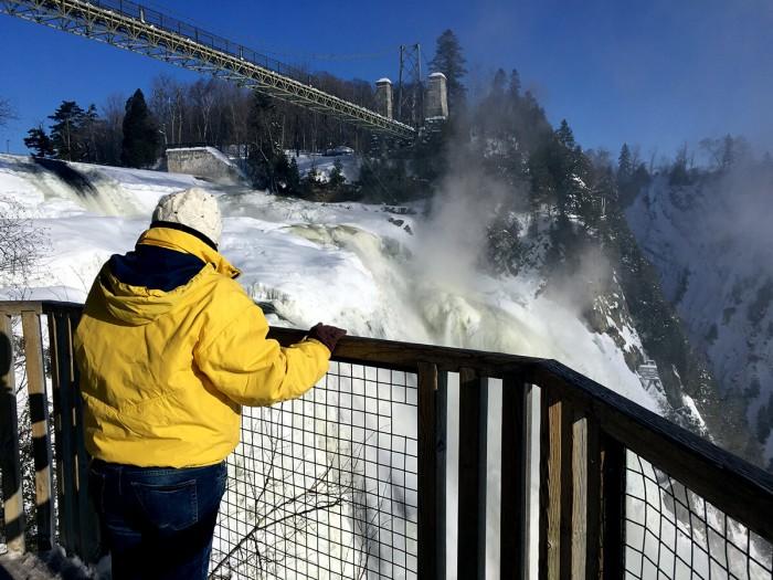 Les chûtes de Montmorency partiellement gelées. Un spectacle saisissant !