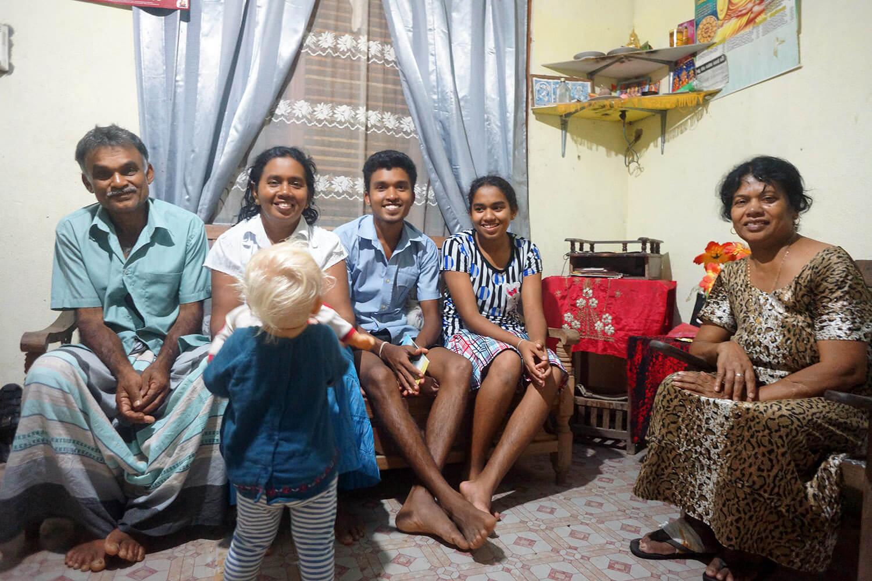 Voici la famille qui nous a reçu (et supporté) durant cette semaine.