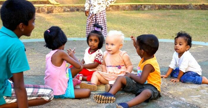 Tout au long du voyage, Éléanor s'est fait tout un tas de petits copains et de petites copines !