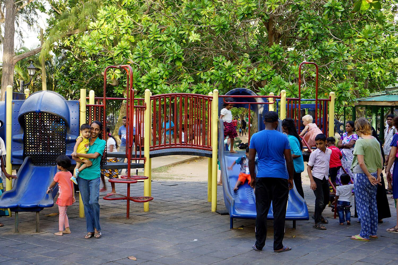 Le jeu du jour : trouvez Éléanor parmi les autres enfants présents sur la photo :-)