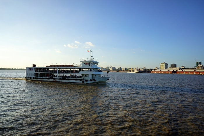 15 minutes aller, 15 minutes retour : parfait pour avoir un aperçu de Rangoun par le fleuve !