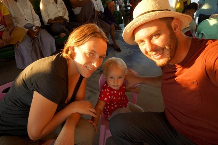 Photo de famille sur le ferry à Rangoun