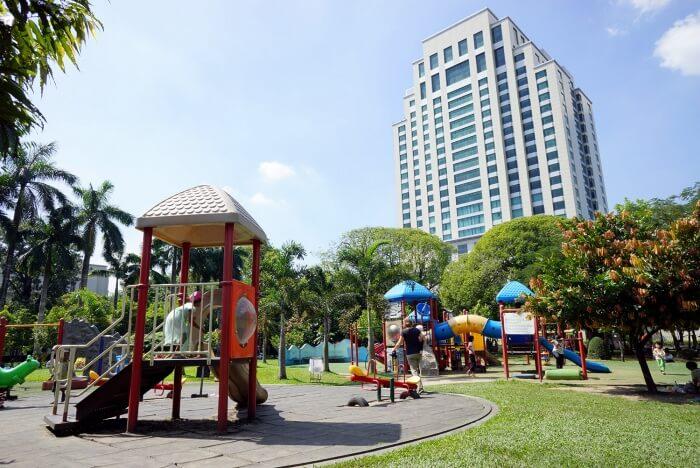 Des aires de jeux sont présentes dans de nombreux endroits de la ville. Génial lorsque l'on voyage avec un enfant !