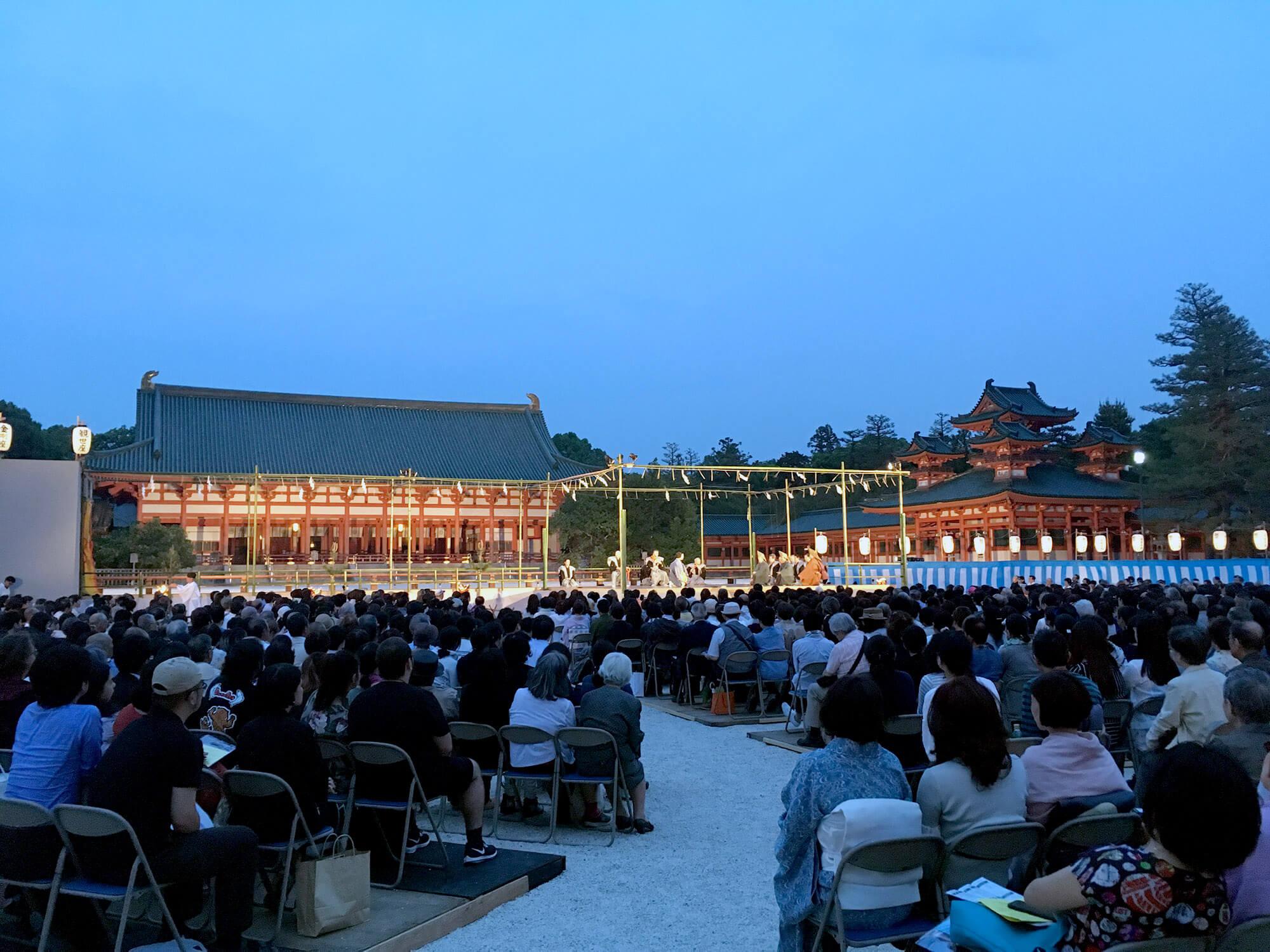 Spectacle traditionnel au Heian Shrine