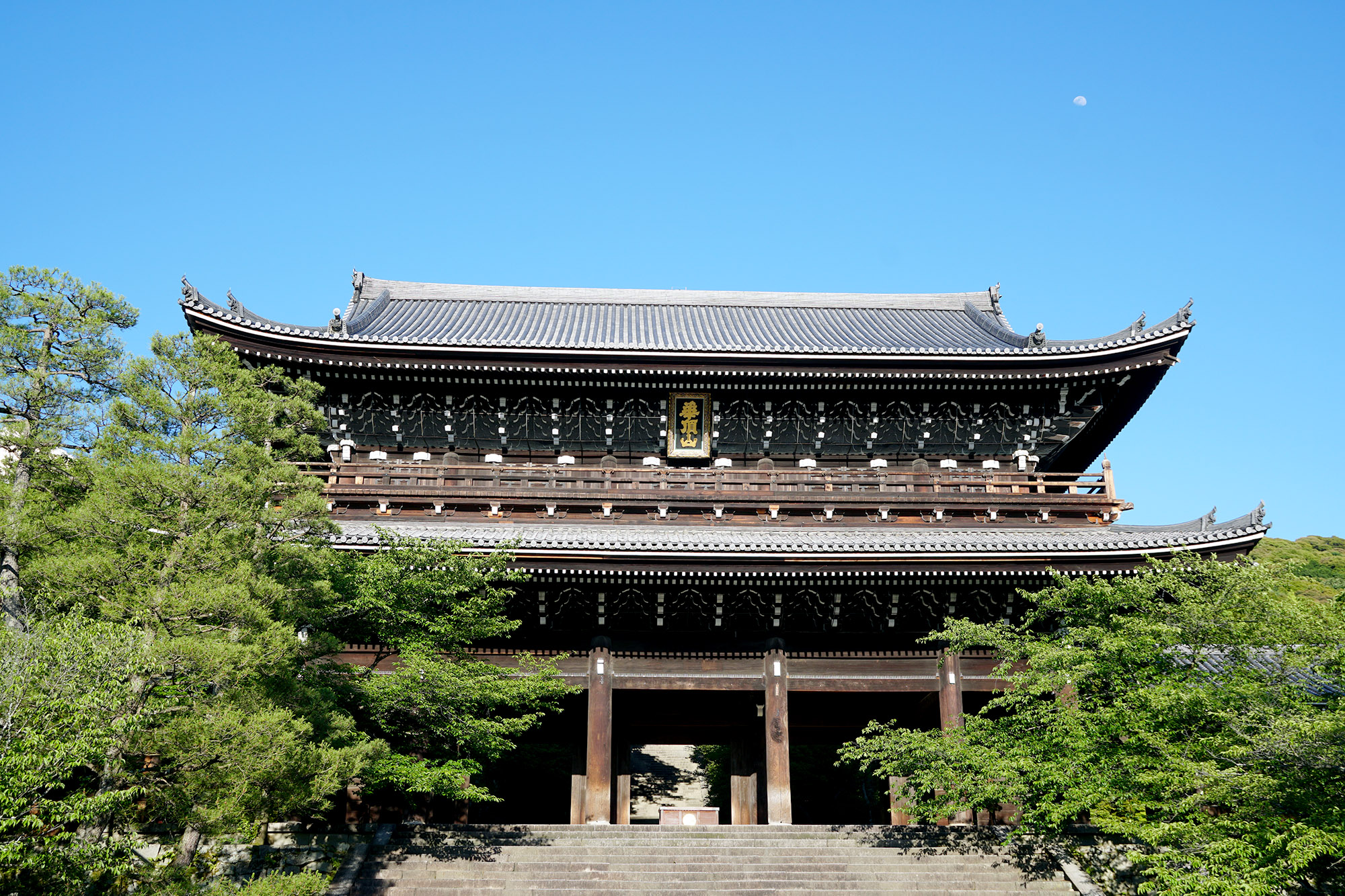 Ceci n'est pas le temple, ceci n'est que sa porte d'entrée... !