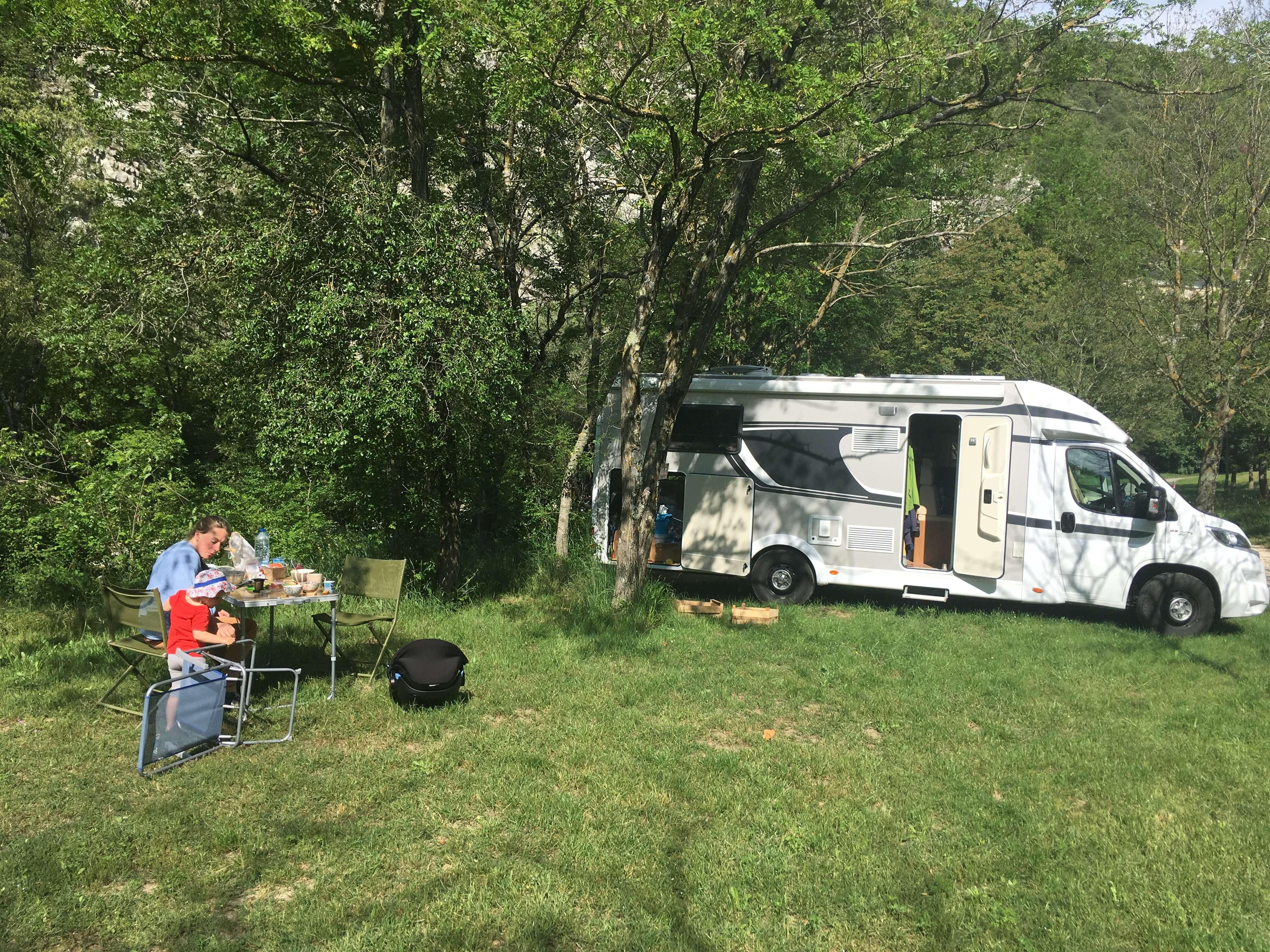 bilan de notre premier mois de vie nomade en camping car en famille. Black Bedroom Furniture Sets. Home Design Ideas