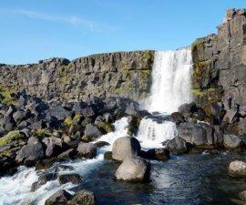 Et voilà, aujourd'hui nous quittons l'Islande. Nous prenons un avion Paris ! Et oui,…