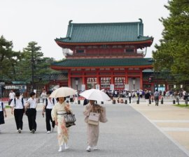 Nous venons de quitter Kyoto. Nous avons aimé Kyoto. Nous aimons le Japon. C'est…