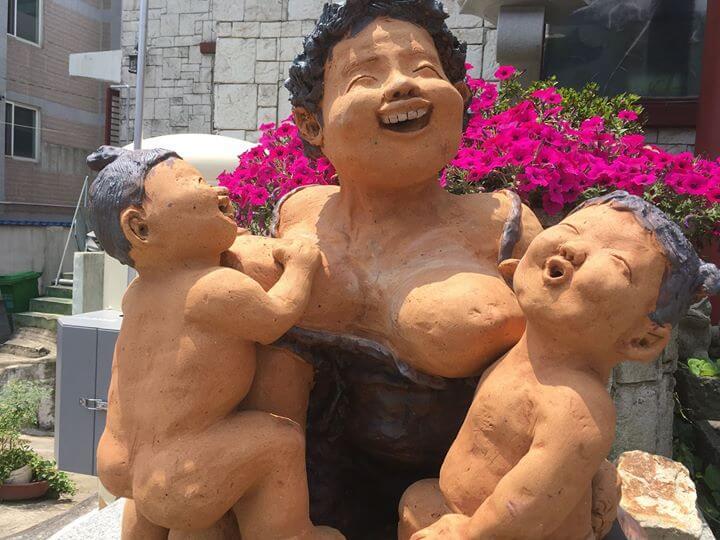 L'allaitement en public en Asie est en général plutôt mal vu. Pas le fait…