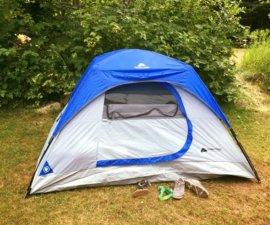 Une tente, un matelas, 2-3 accessoires et un premier emplacement en bord de rivière…