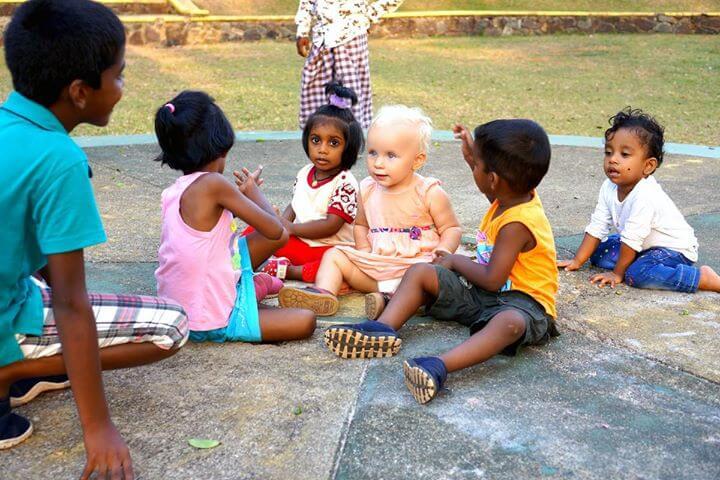 Notre voyage au Sri Lanka se poursuit tranquillement. Éléanor se fait chaque jour de…