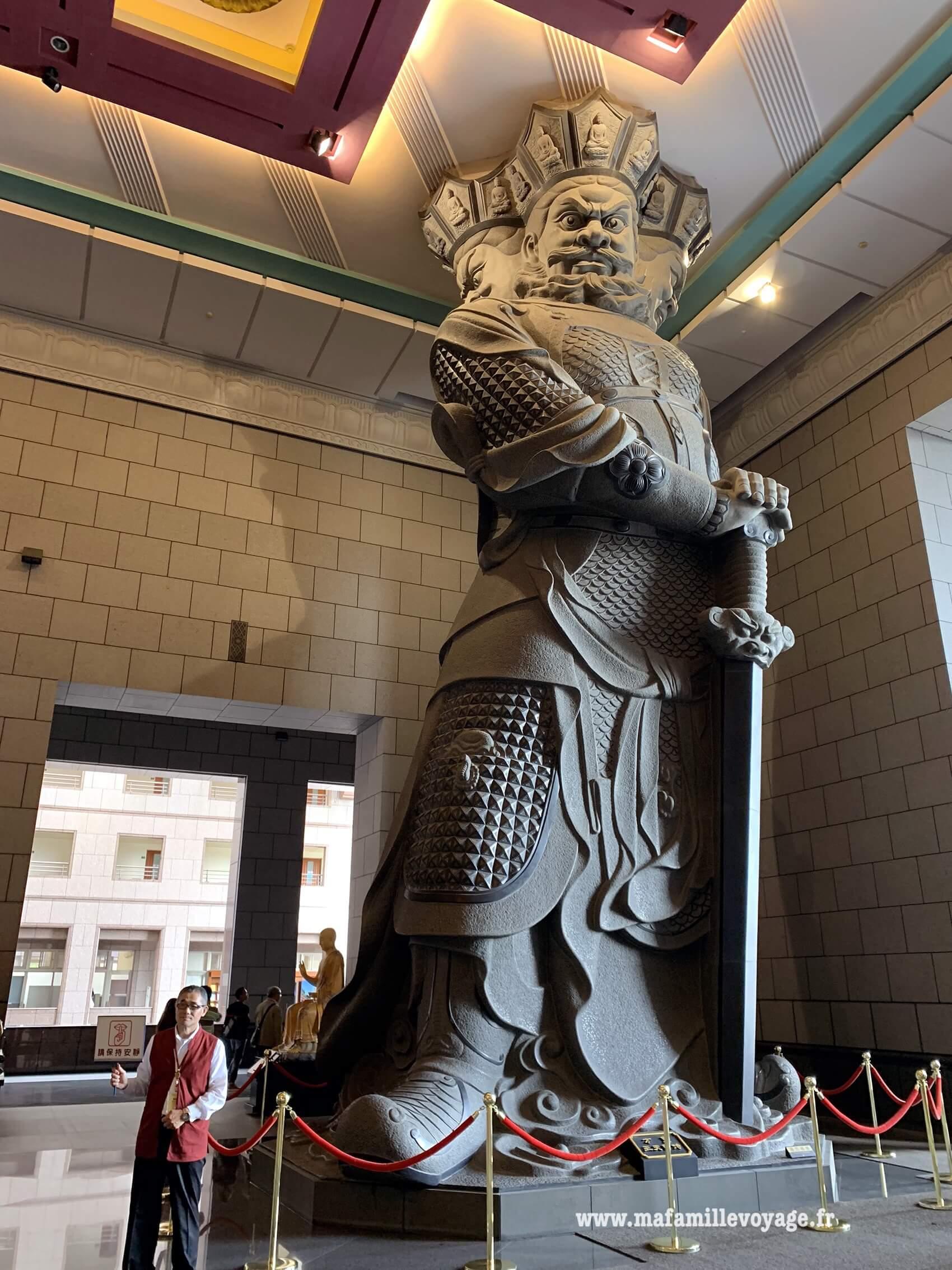 Enorme statue !
