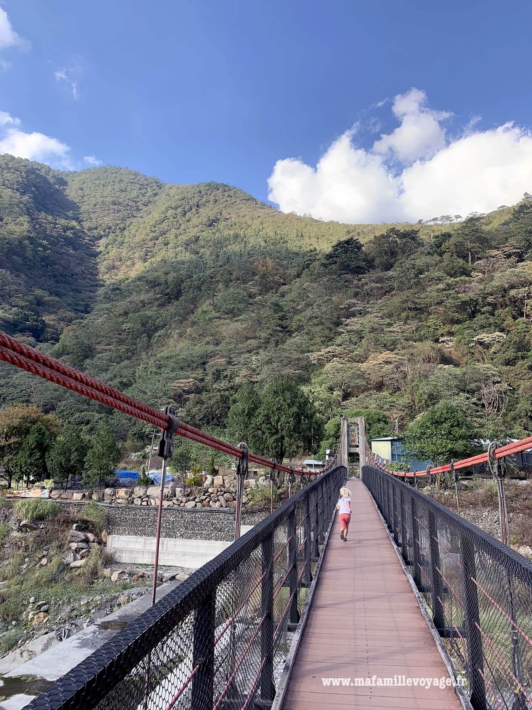 Le grand pont suspendu près de Guanyin Falls
