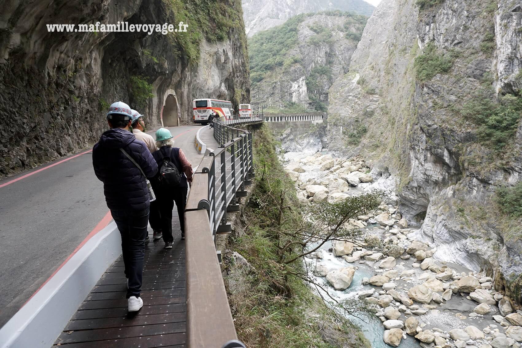 Swallow Grotto Yanzikou Trail
