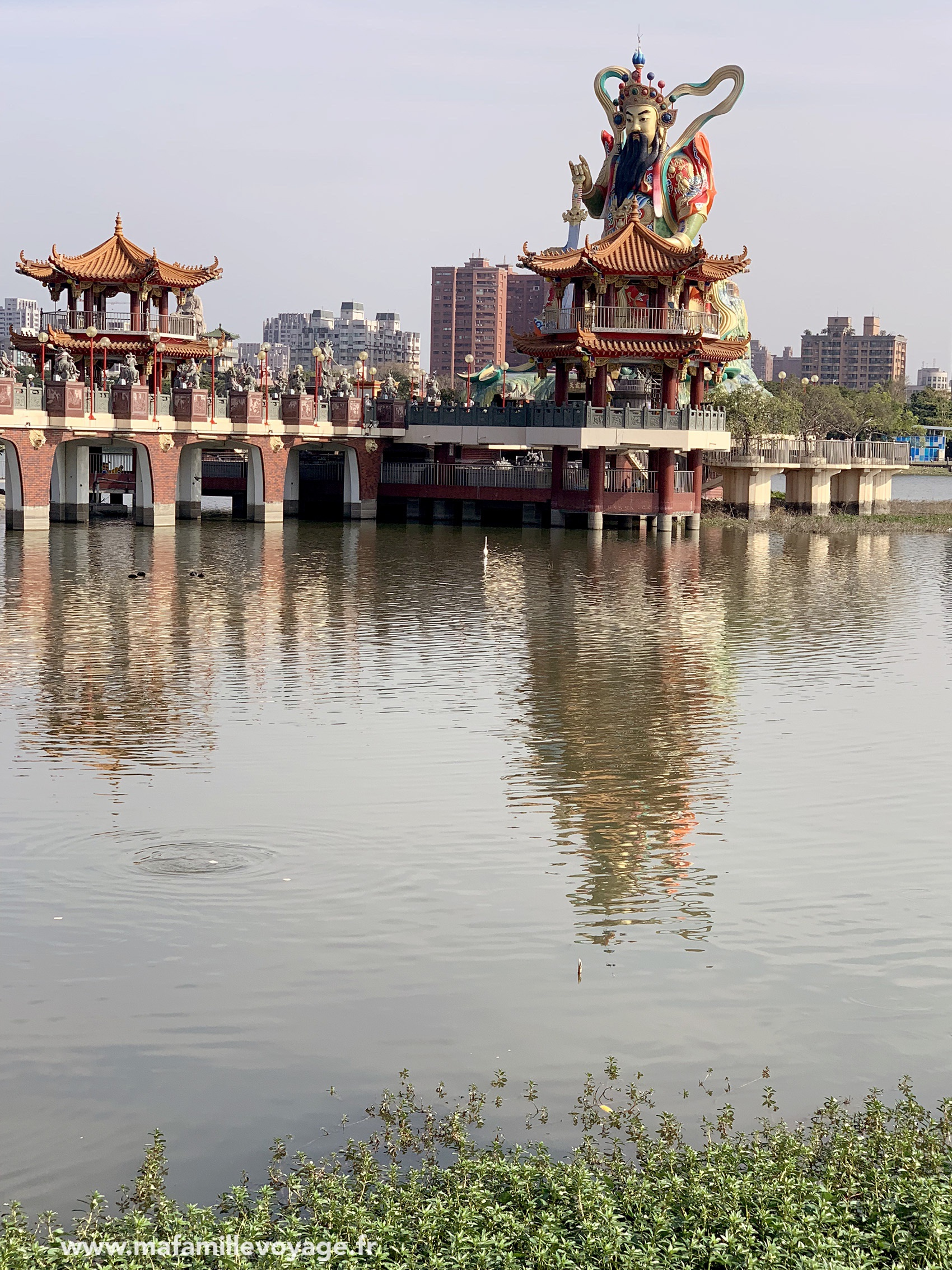 lac Lotus Pond : Zuoying Yuandi Temple