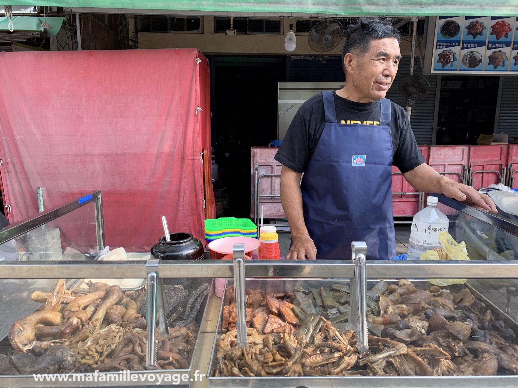 Vendeur de pattes de poulet à Qi Jin