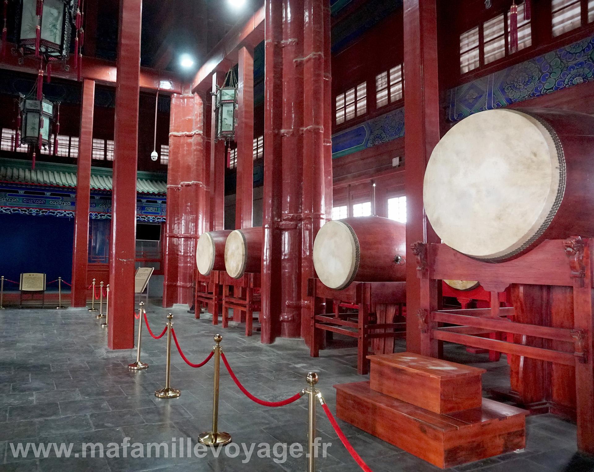 La tour des tambours contient...