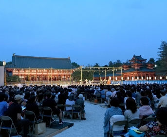 Spectacle traditionnel au Heian Shrine